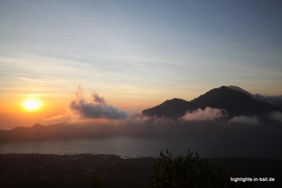 Sonnnenaufgang vom Mount Batur