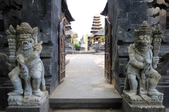 Eingang zu Goa Lawah