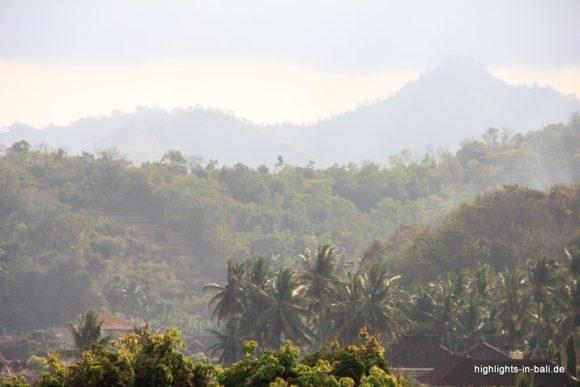 Wolken und Urwald in Bali